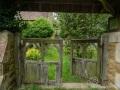 Eingang zu einer alten verlassen Kirche