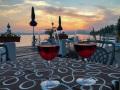 Ein Glas Rotwein am Gardasee