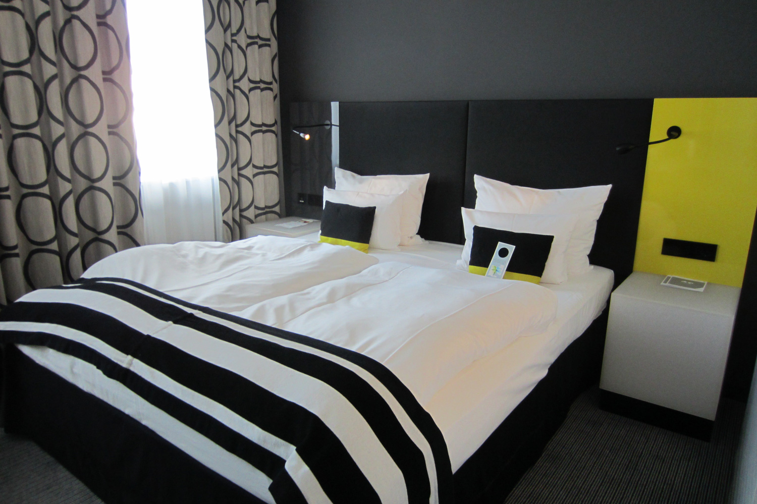 hotel andel 39 s berlin. Black Bedroom Furniture Sets. Home Design Ideas
